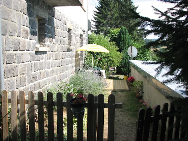Appartement saisonnier à louer-La Tour D'Auvergne- - La Tour-d'Auvergne