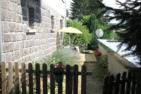 Appartement saisonnier à louer-La Tour D'Auvergne- - La Tour-d'Auvergne - Departamento