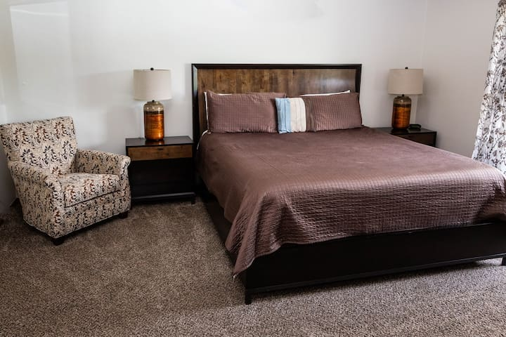 Truman Suite Motel Room/Kansas City Area