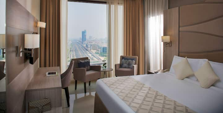 Deluxe Suite-Spacious &Comfortable Stay Near Metro