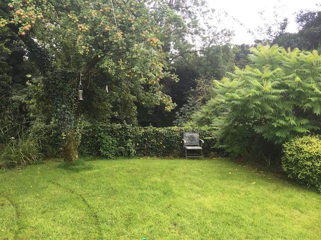 Peaceful camping space in private riverside garden - Wennington - Overig