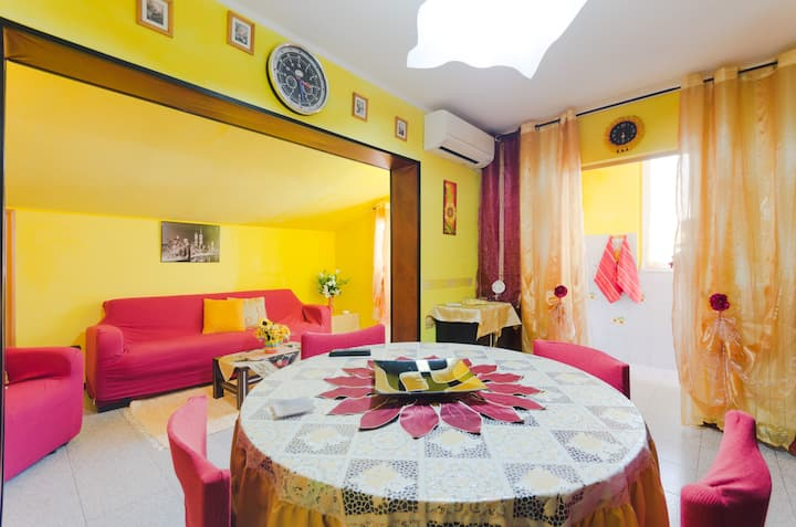 Colorful apartment with gym near the beach