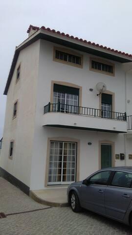 Lilly Beach House - Água de Madeiros
