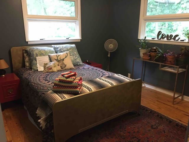 Close to Downtown! Cozy sleeping for 2