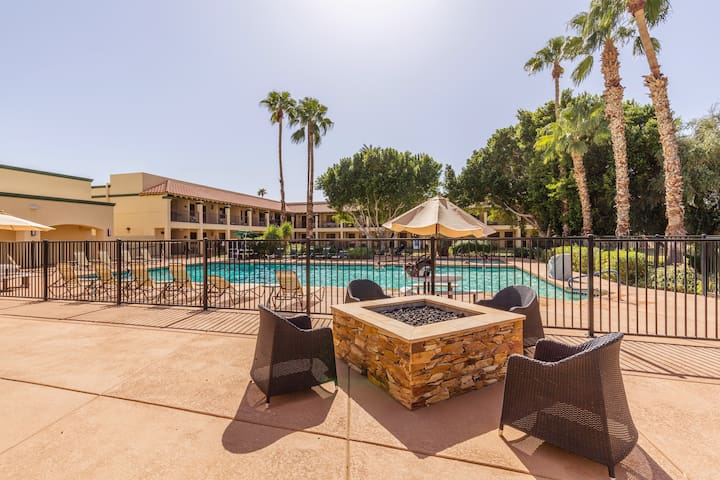 Condo w/ amenities in the heart of Scottsdale