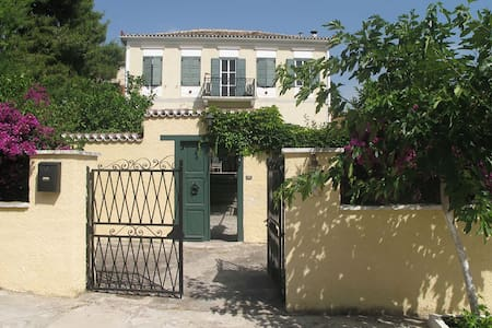 Villa Regina Village Home - Galaxidi - Rumah