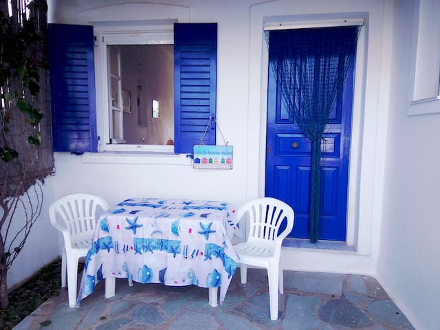 Beautiful studio, near the beach #1- Aliki/Paros