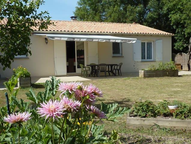 Chambre chez particulier maison plain-pied - Saint-Porchaire - Ev