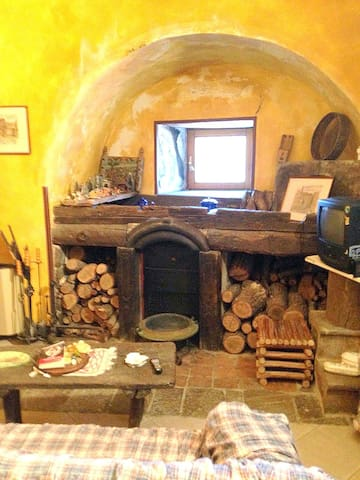 Lovely medieval house in the south of Italy - Savoia di Lucania - Huis