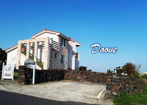 DOVE PENSJON ❣️ 15 minutter fra flyplassen, 1 minutts gang til sjøs, rett ved siden av Jeju Olegil18-banen, grilling
