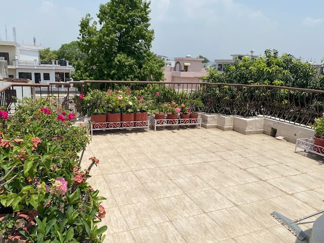 Fully furnished 1 bedroom kitchen with terrace