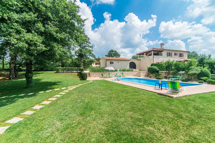 Villa Catarina with Beautiful and Spacious Garden and Pool