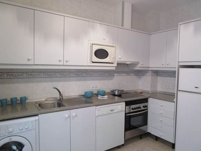 Sunny apartment only 30 meters from the beach - Can Picafort - Appartement en résidence