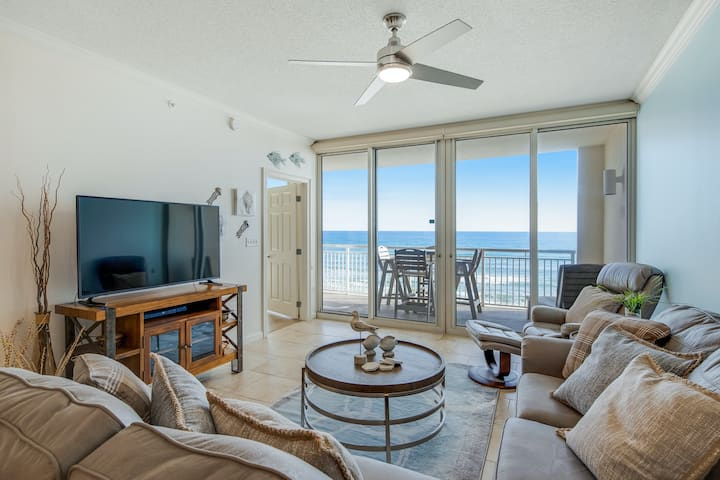 Spacious gulf-front condo w/ beach service included - near dining!