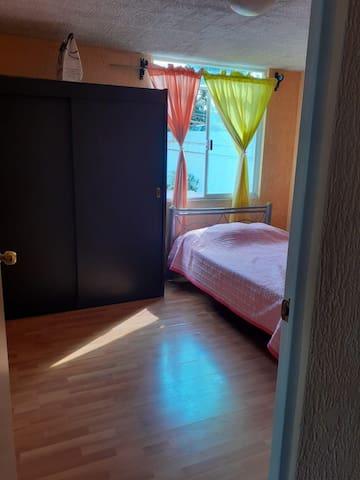 """Habitación 3 """"secundaria"""" ( Cama Matrimonial, closet)"""