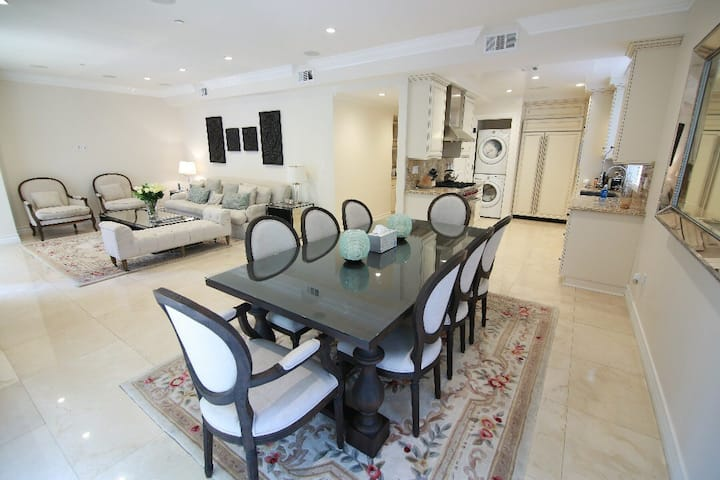 Beverly Hills 2 bedrooms apartment