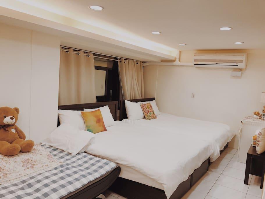 房間A-1, 2張雙人床,1張雙人沙發床
