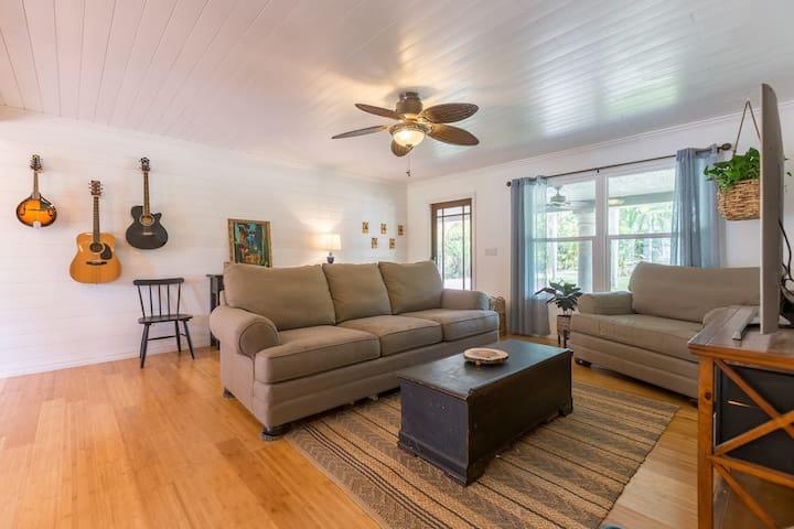 Soak Up Sunny FL Vibes at this Rad Ranch House