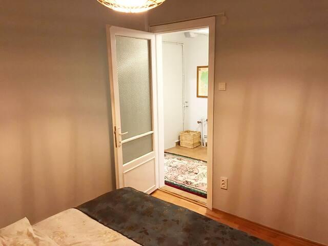 Double Bed/Bedroom