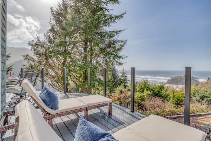 Luxury Oceanview Home with Panoramic Ocean Views, Hot Tub, Outdoor Space and Bonus Room
