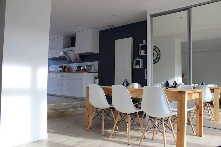 Chambre dans maison avec jardin à 10km de Lyon - Sathonay-Village - บ้าน