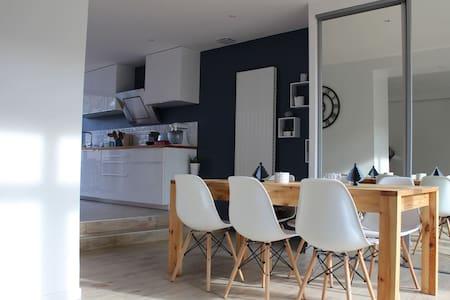 Chambre dans maison avec jardin à 10km de Lyon - Sathonay-Village
