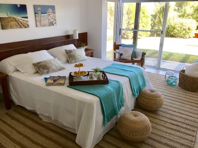Suite 2 - Views to garden & pool - Floor 0