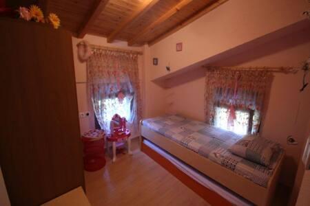 Description of property: 6 Bedrooms, 4 Bathrooms, - Halkidiki