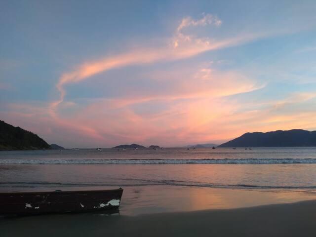 Suíte privada acolhedora, perto do mar e montanhas