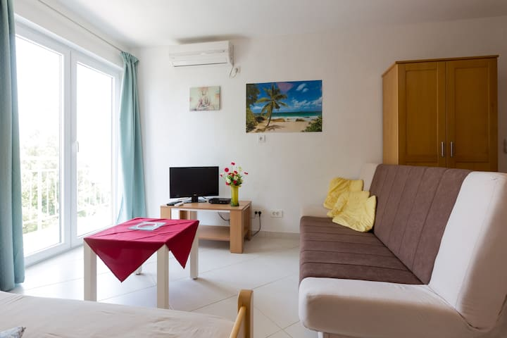 Studio (25 M2), walk to the beach - Utjeha-Bušat - Apartamento