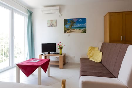 Studio (20 M2)walk to the beach #montenegrorentals