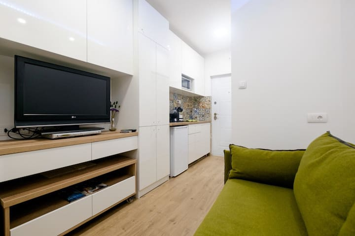Tiny Cosy Studio in City Center + FREE pocket WiFi - Belgrad - Pis