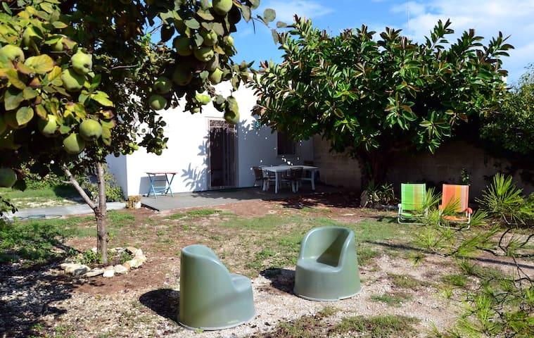 Home&garden, Wifi, beach, kitesurf, Lecce 15'bycar - Torre Rinalda - Huis
