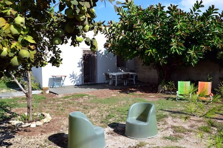 Home&garden, beach nearby, kitesurf. Lecce 15' car - Talo