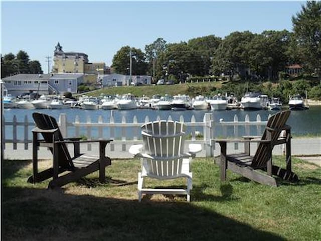 Cape Cod Waterfront Beach House - Onset - Huis