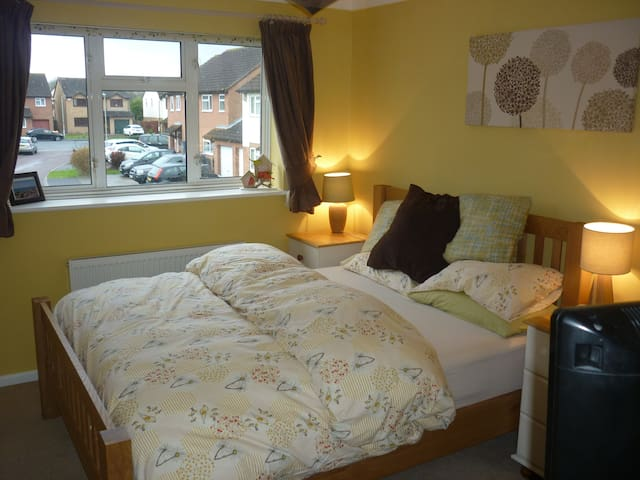 2 Bed End Terrace -  Gold Cup Week - Gloucester - Rumah