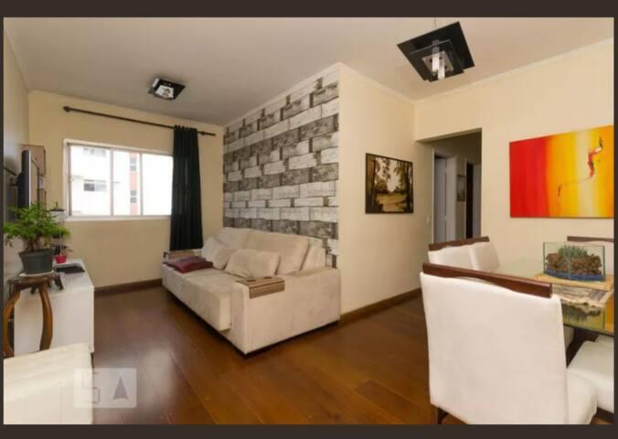 Confortável Apartamento com excelente localização.