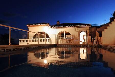 Villa opp beach Nerja, Costa del Sol. Sleeps 12+ - ネルハ