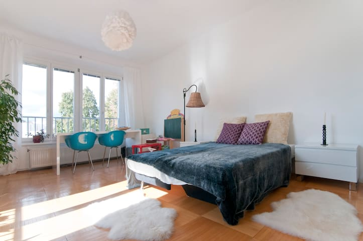 Big sunny apartment with balcony for 5 - Wenen - Appartement