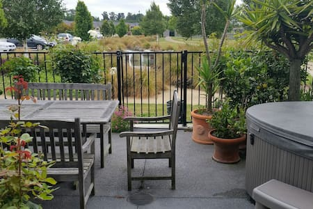 1 1/2 Bedroom Terrace house - short term stays - Christchurch