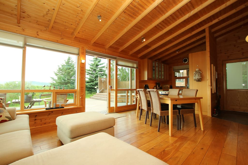 The living room of the bigger cabin!