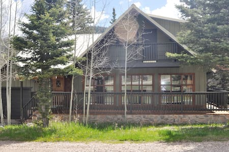Beautiful Mountain Cabin Home on River - Red River - Srub