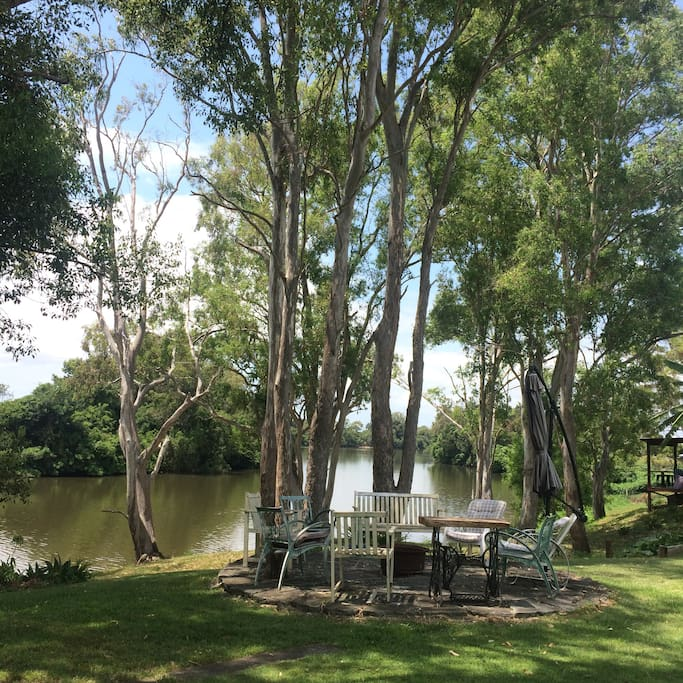 Riverside fireplace to relax sipping a red wine listening to the koalas