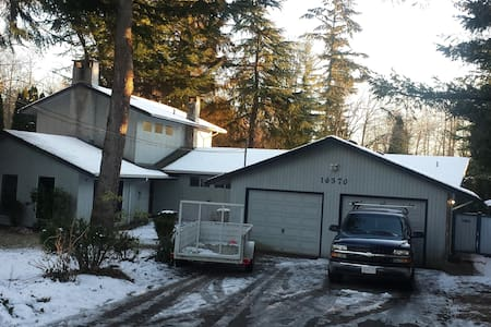Quiet country setting on large treed property - Surrey