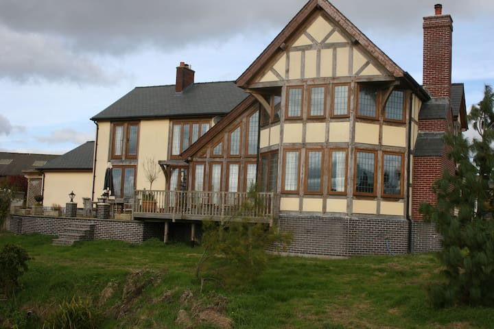 Country House with character on Alpaca Ranch - Powys - Ev