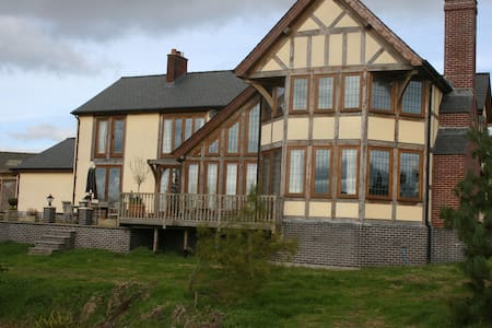 Country House with character on Alpaca Ranch - Powys