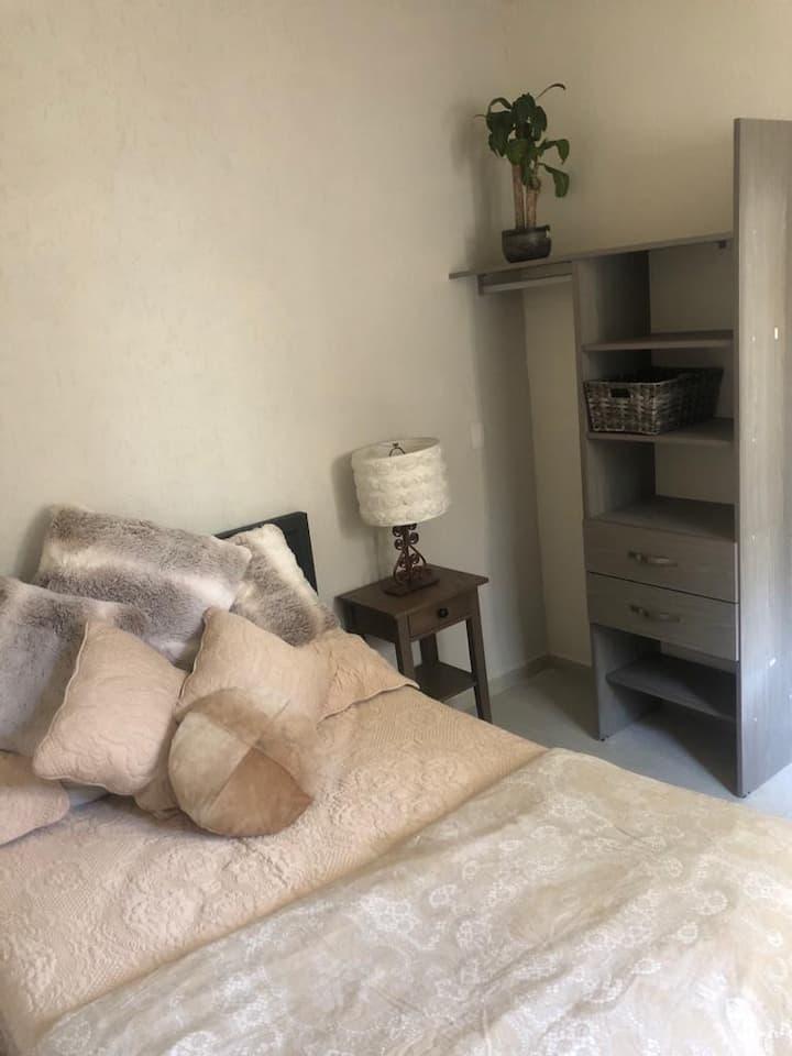 "habitacion privada, nueva e iluminada ""centrica"""
