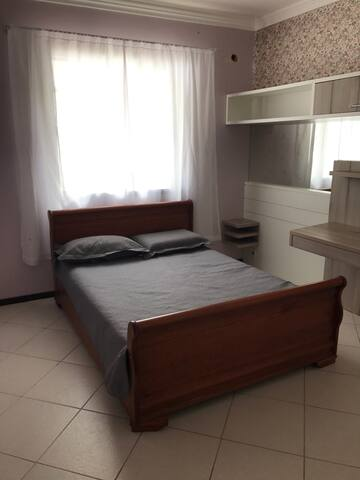 Quarto inteiro para até 2 pessoas - Joinville