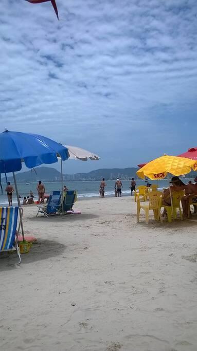 Serviço de Praia incluido no condominio ( 4 cadeiras Guarda sol  e Mesinha)