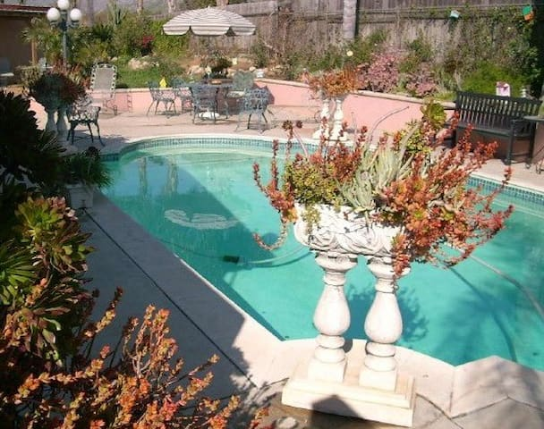 Guest Quarters, POOL!   With Private Entry & Patio